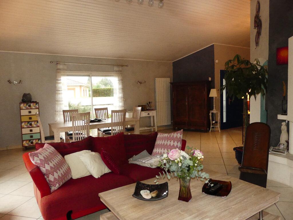 Maison à vendre 7 154m2 à Saint-Jean-d'Illac vignette-5