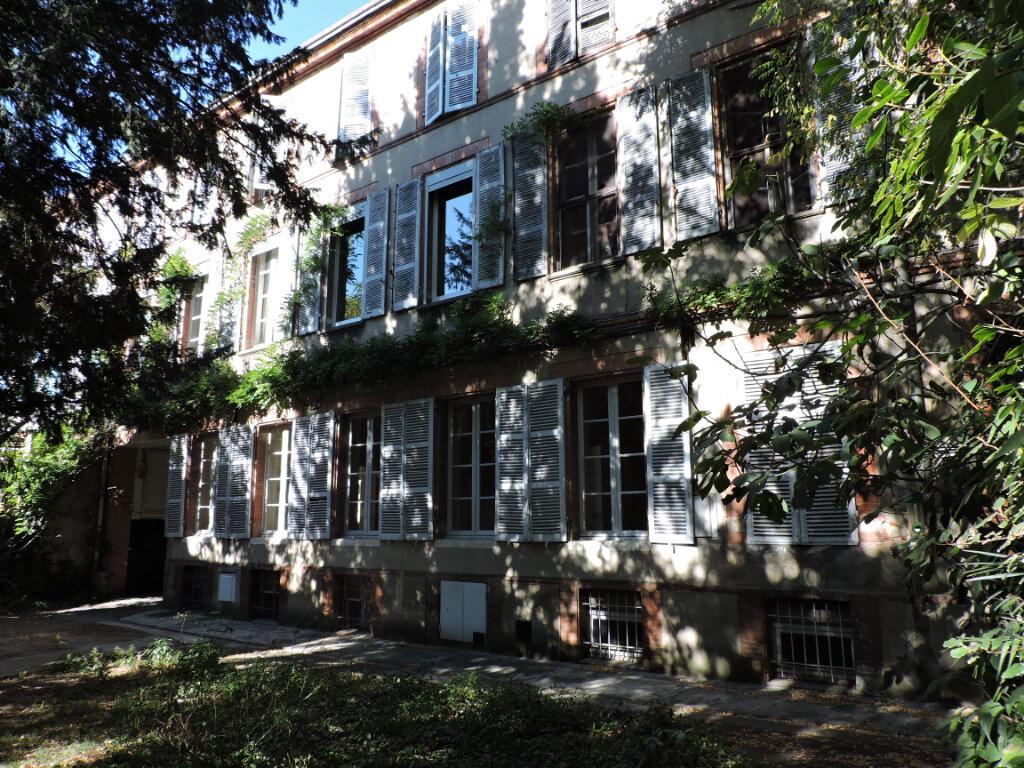 Appartement à vendre 7 147.58m2 à Toulouse vignette-1