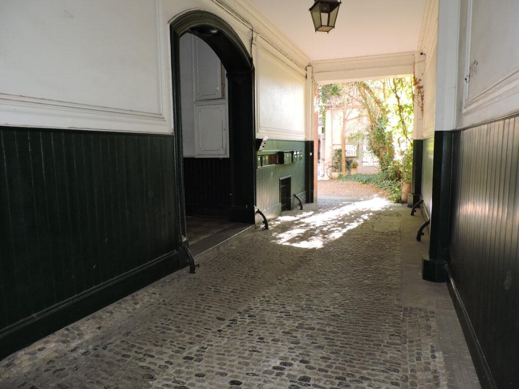 Appartement à vendre 7 147.58m2 à Toulouse vignette-2