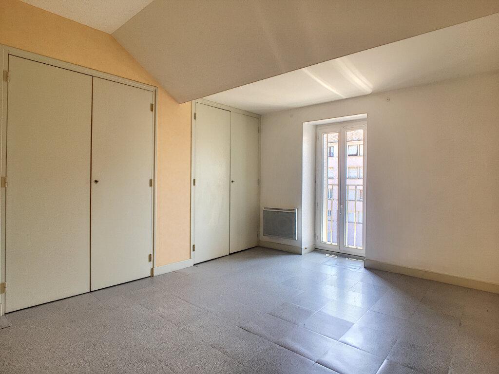 Appartement à louer 3 66.06m2 à Aurillac vignette-4