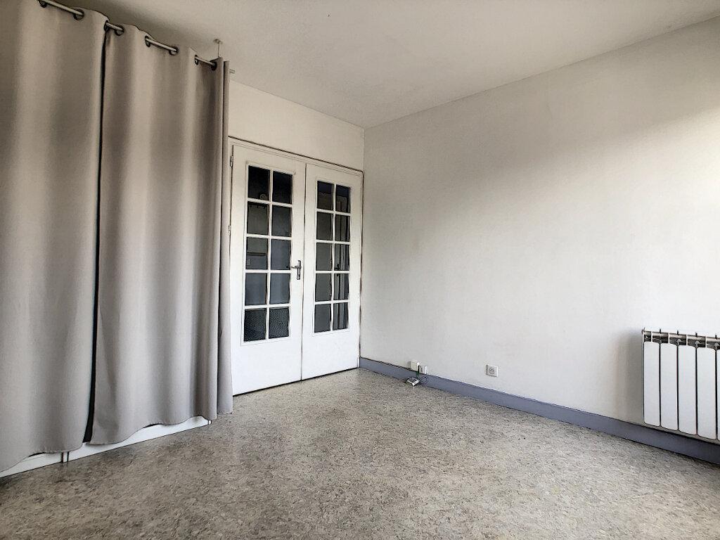 Appartement à louer 1 29m2 à Aurillac vignette-2