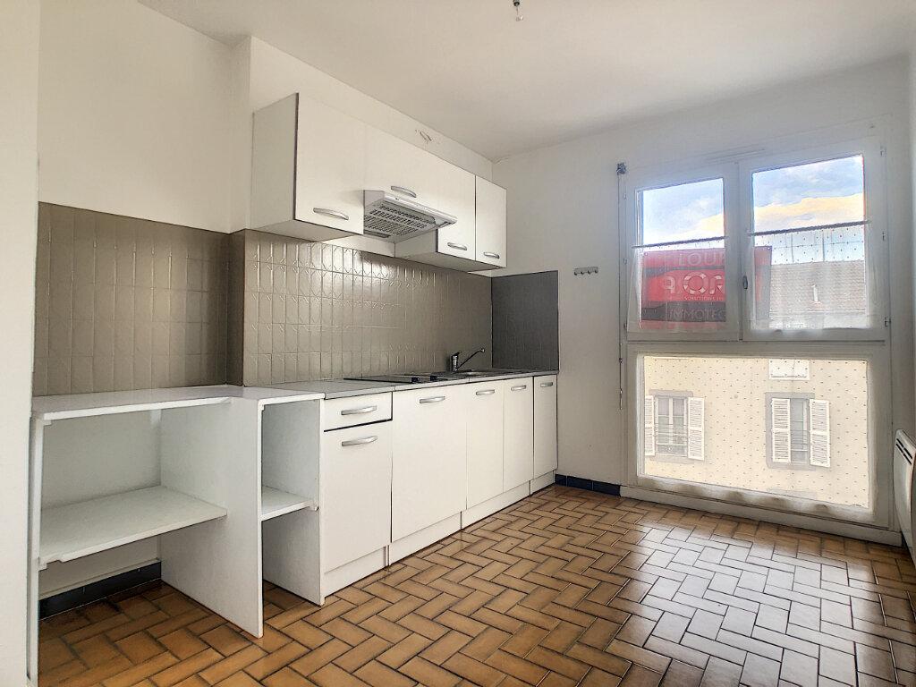 Appartement à louer 1 29m2 à Aurillac vignette-3