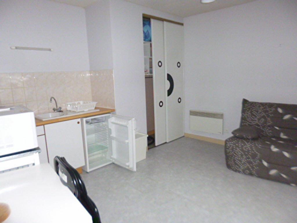 Appartement à louer 1 20m2 à Aurillac vignette-1