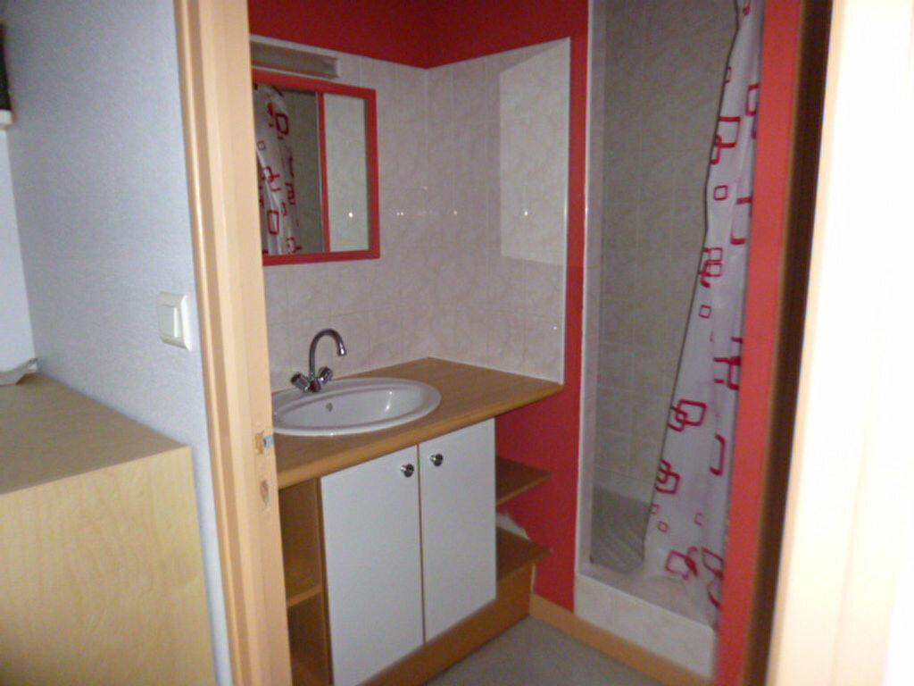 Appartement à louer 1 22.91m2 à Aurillac vignette-2