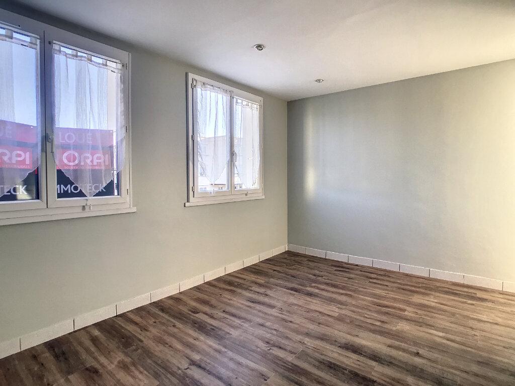 Appartement à louer 1 30m2 à Aurillac vignette-2
