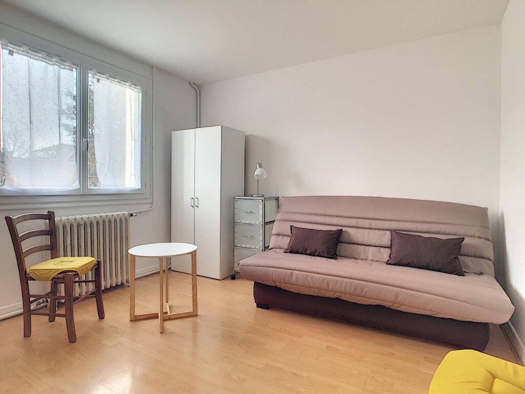 Appartement à louer 1 23m2 à Aurillac vignette-1