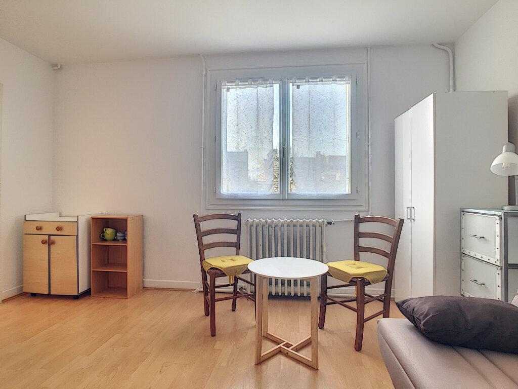 Appartement à louer 1 23m2 à Aurillac vignette-2