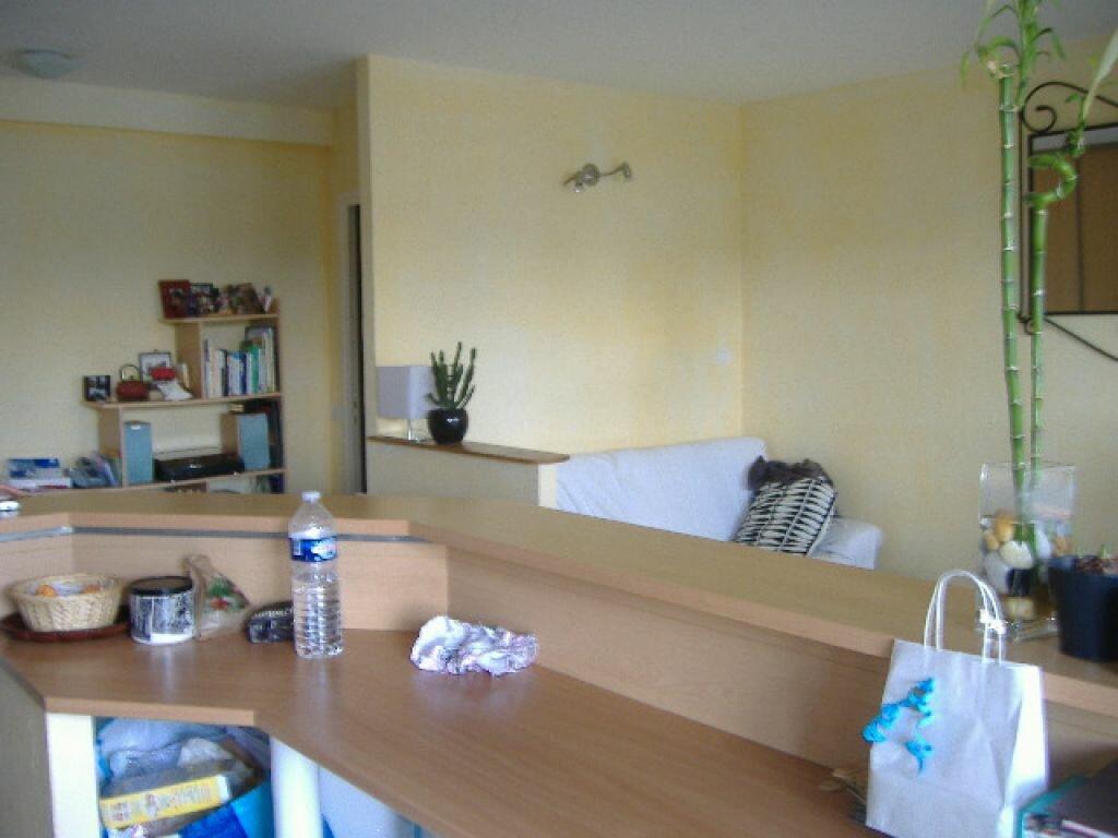 Appartement à louer 2 50m2 à Aurillac vignette-3