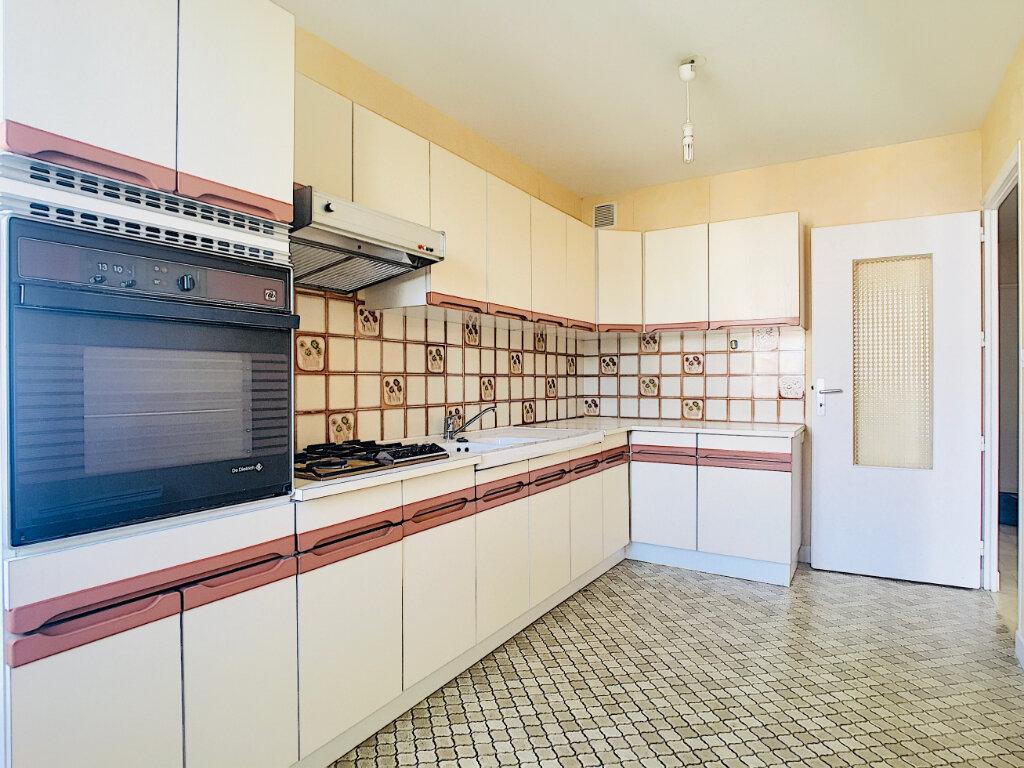 Appartement à louer 4 72m2 à Aurillac vignette-2