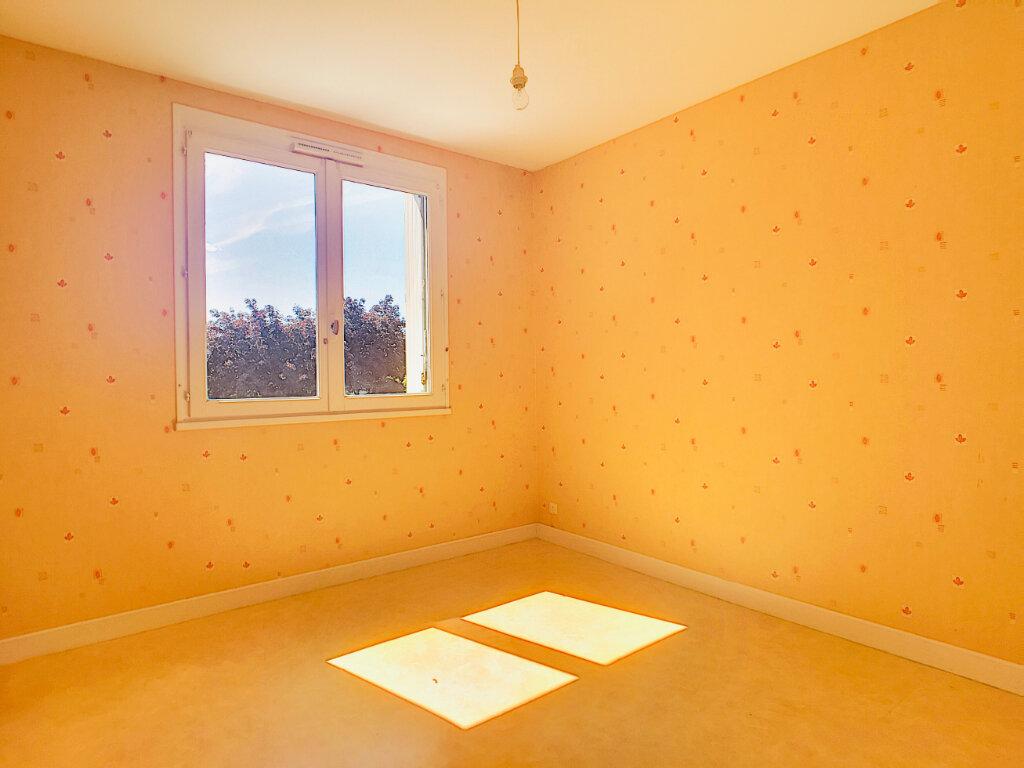 Appartement à louer 4 72m2 à Aurillac vignette-3