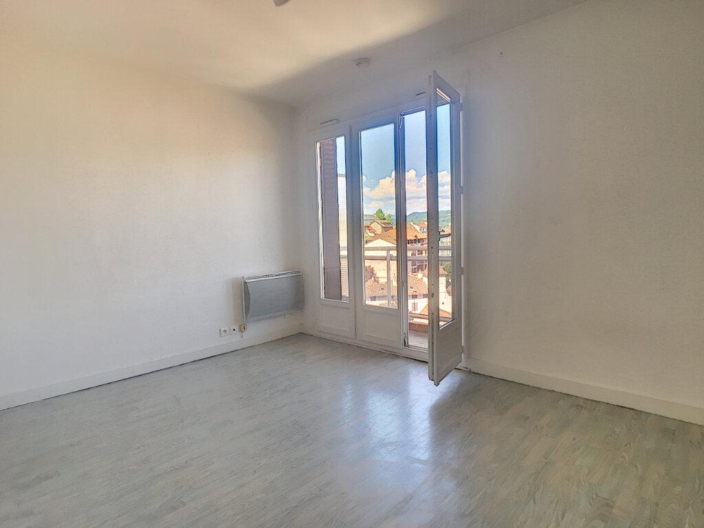 Appartement à louer 1 19m2 à Aurillac vignette-4