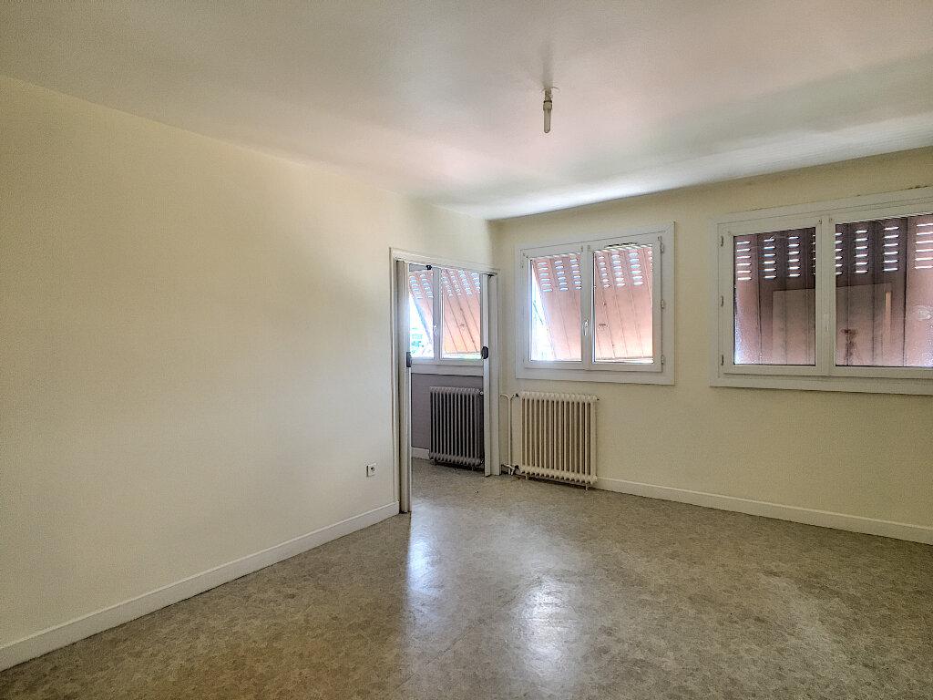 Appartement à vendre 4 69m2 à Aurillac vignette-2