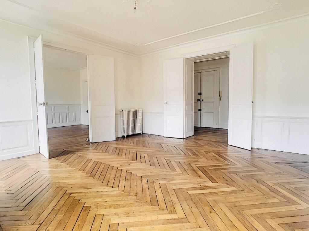 Appartement à louer 5 169.14m2 à Aurillac vignette-1