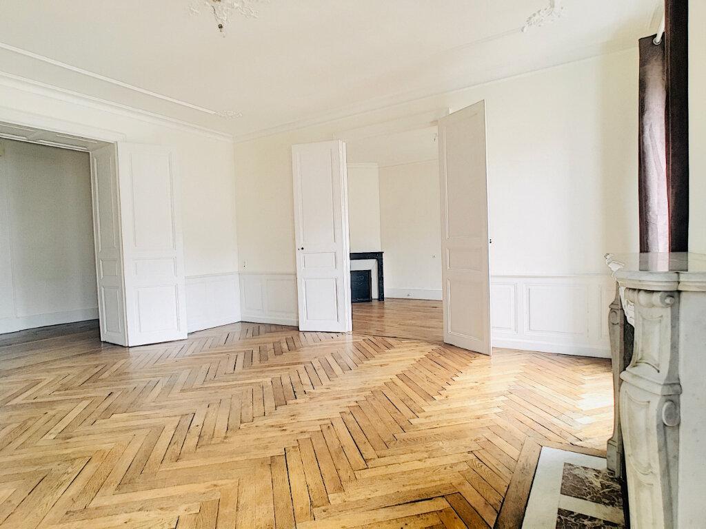Appartement à louer 5 169.14m2 à Aurillac vignette-2