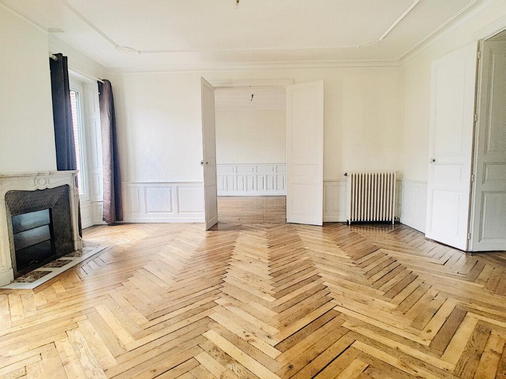 Appartement à louer 5 169.14m2 à Aurillac vignette-3