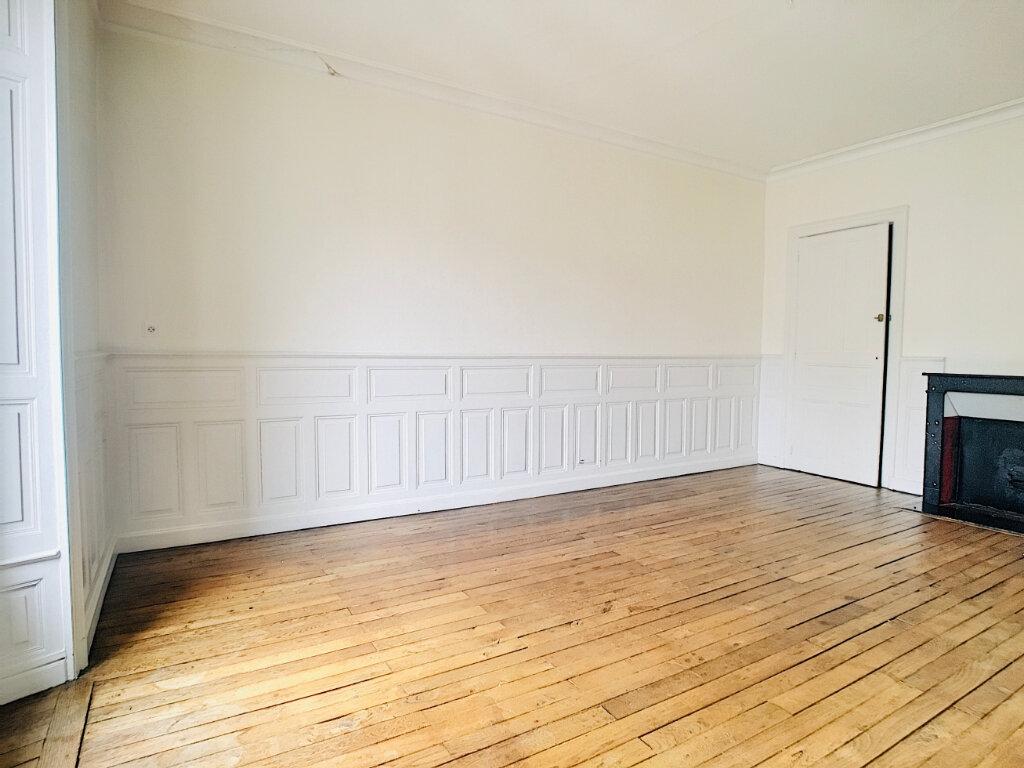 Appartement à louer 5 169.14m2 à Aurillac vignette-6