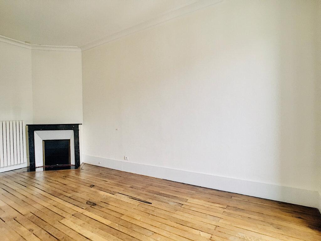 Appartement à louer 5 169.14m2 à Aurillac vignette-7