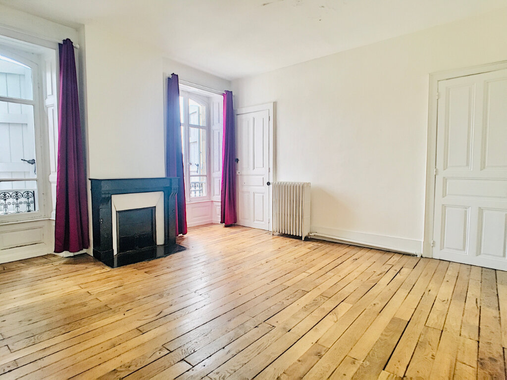 Appartement à louer 5 169.14m2 à Aurillac vignette-9