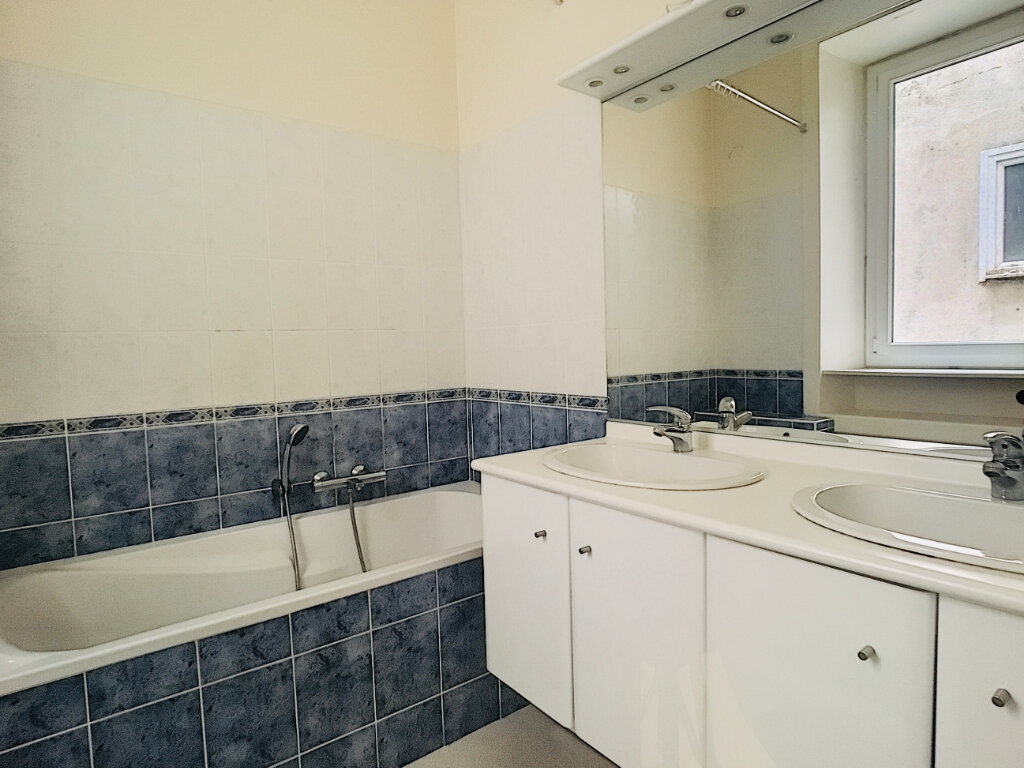 Appartement à louer 5 169.14m2 à Aurillac vignette-12
