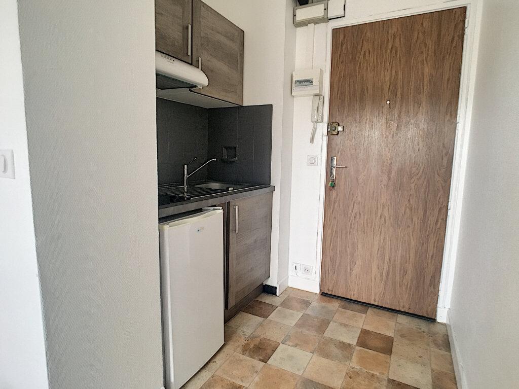 Appartement à louer 1 18m2 à Aurillac vignette-2