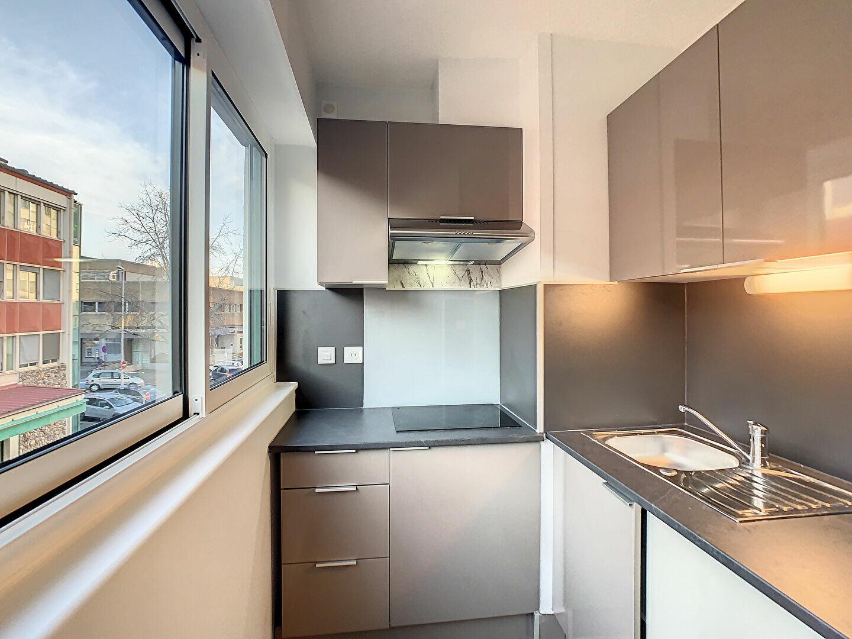 Appartement à louer 2 41m2 à Aurillac vignette-1