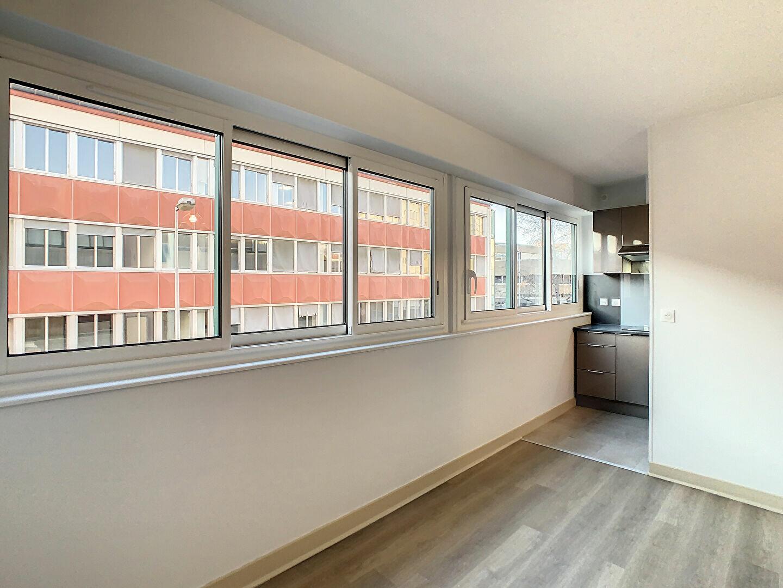 Appartement à louer 2 41m2 à Aurillac vignette-2