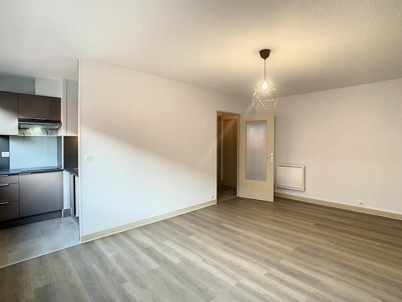 Appartement à louer 2 41m2 à Aurillac vignette-3