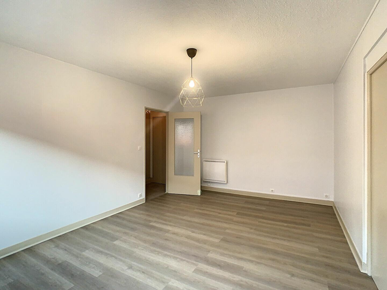 Appartement à louer 2 41m2 à Aurillac vignette-5