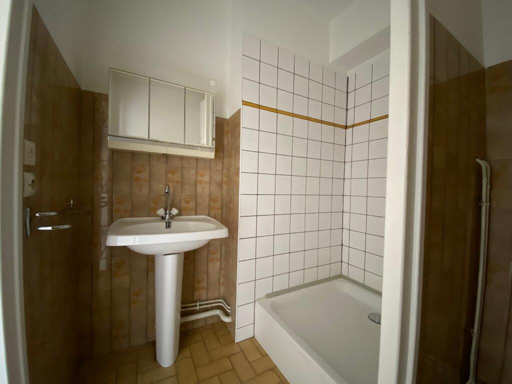 Appartement à louer 1 20m2 à Aurillac vignette-3