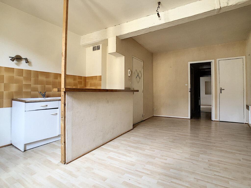 Appartement à louer 2 50m2 à Aurillac vignette-1