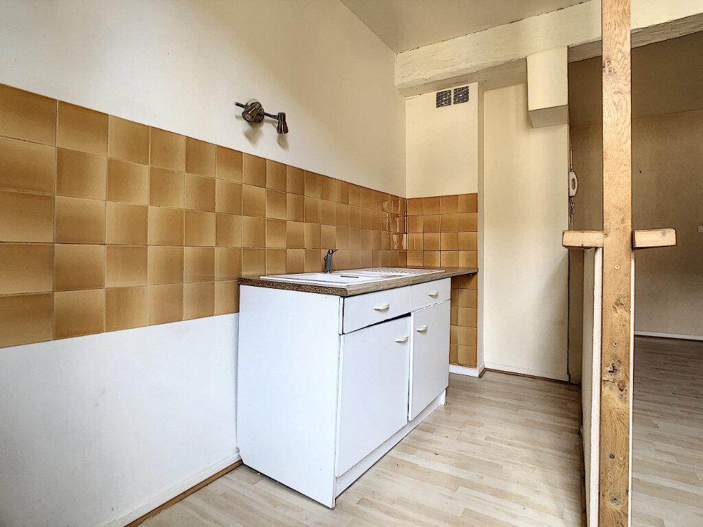 Appartement à louer 2 50m2 à Aurillac vignette-2