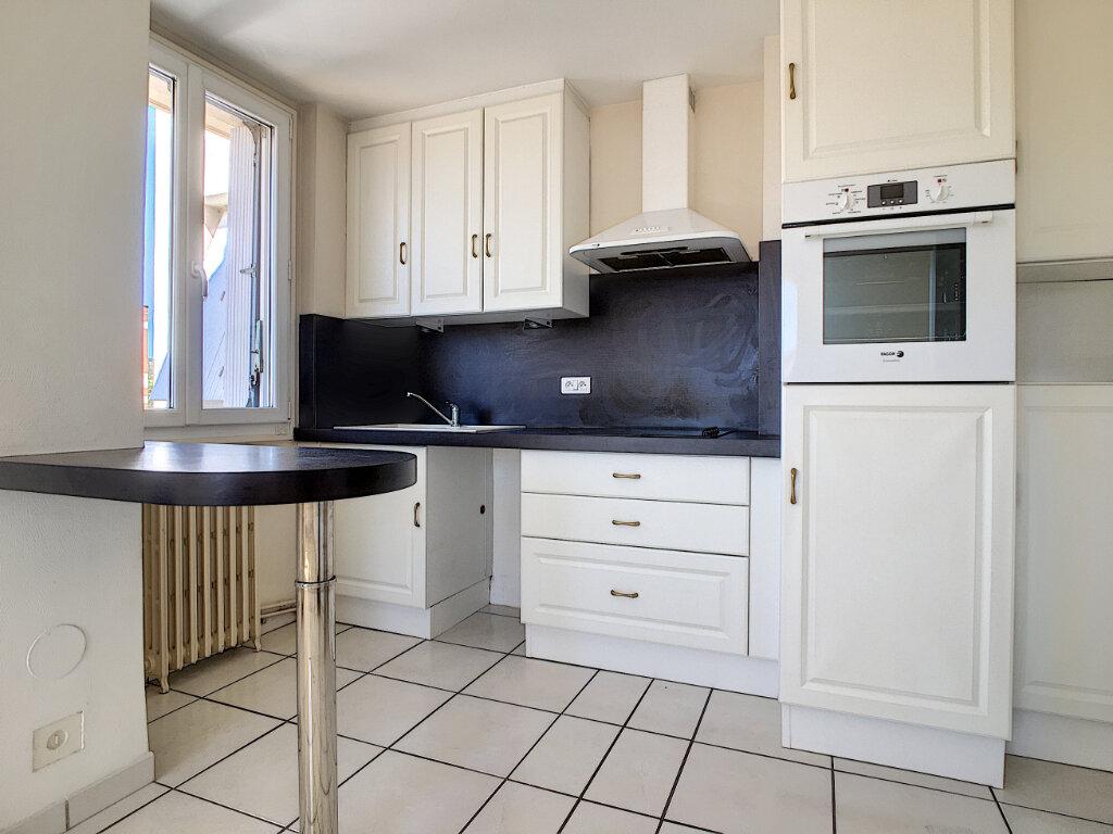 Appartement à louer 2 36.89m2 à Aurillac vignette-1