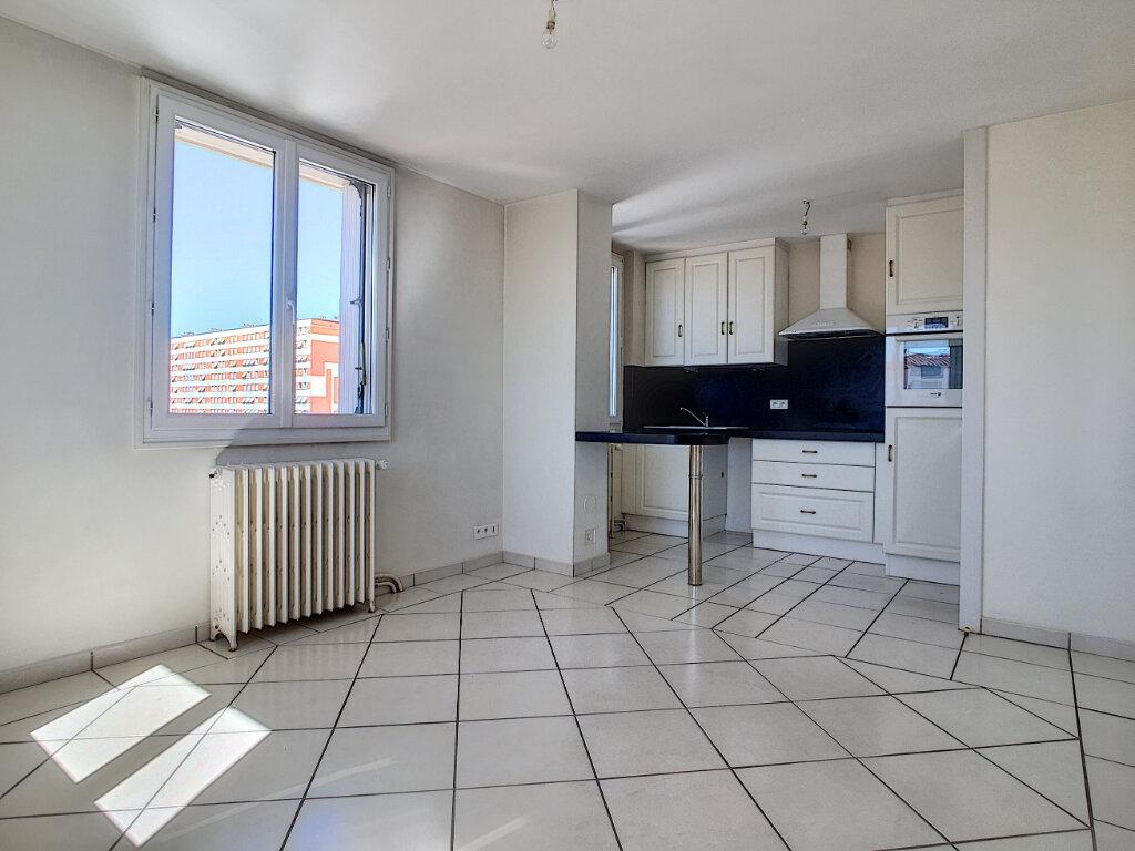Appartement à louer 2 36.89m2 à Aurillac vignette-2