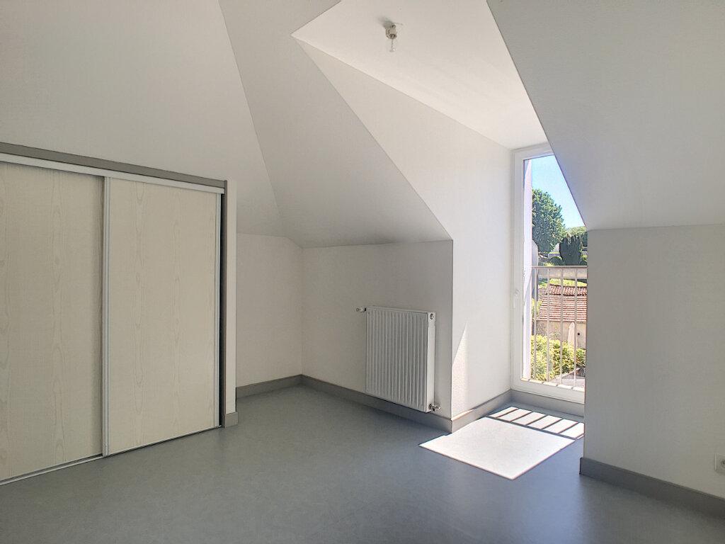Appartement à louer 3 55m2 à Jussac vignette-2