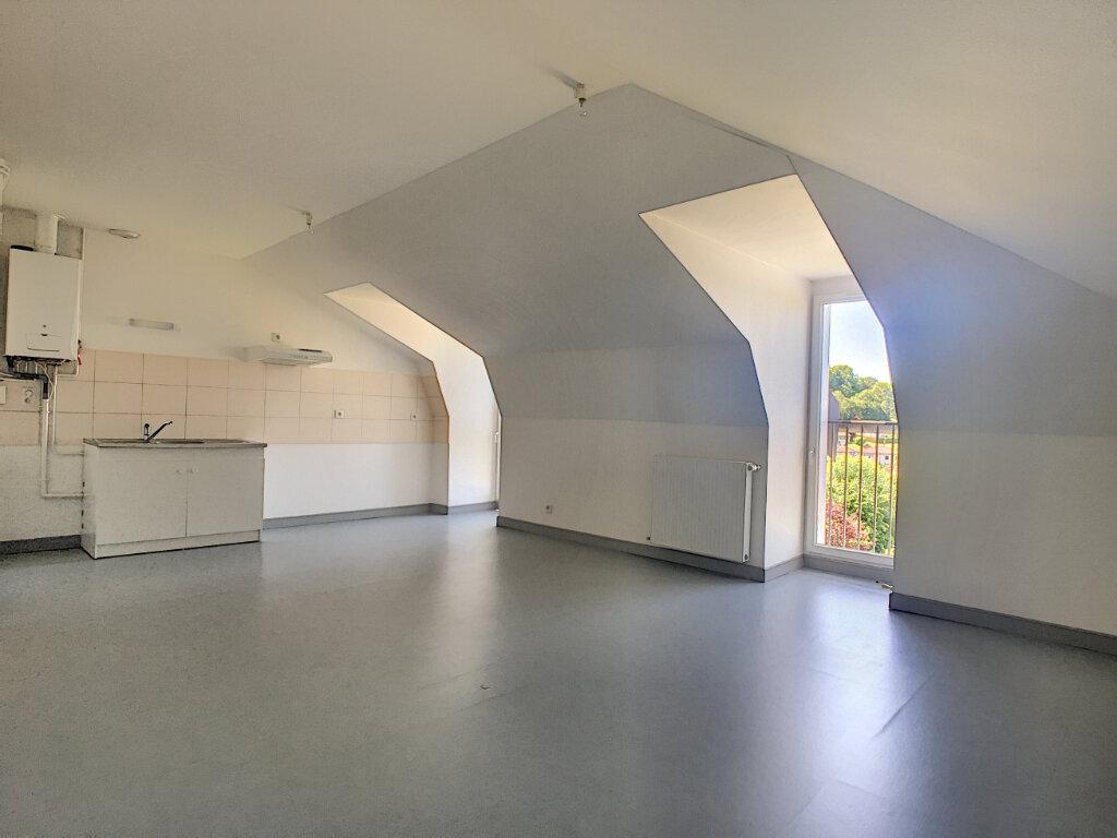 Appartement à louer 3 55m2 à Jussac vignette-3
