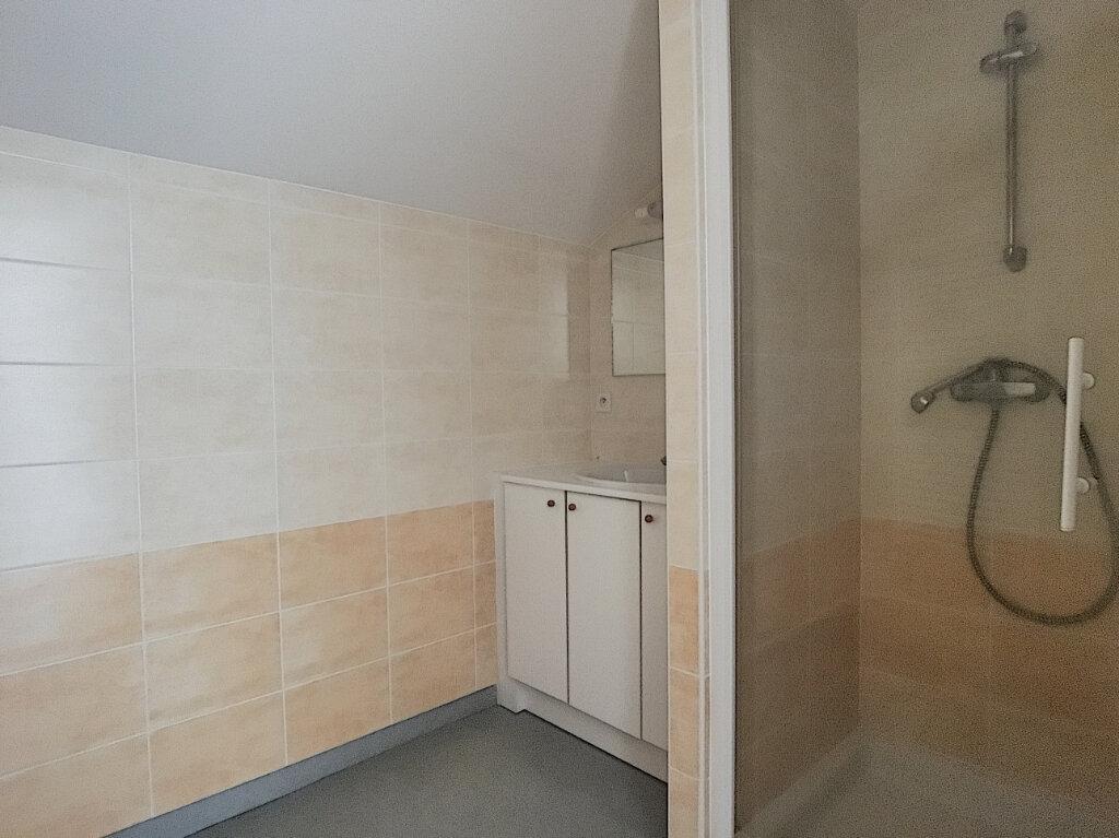 Appartement à louer 3 55m2 à Jussac vignette-7