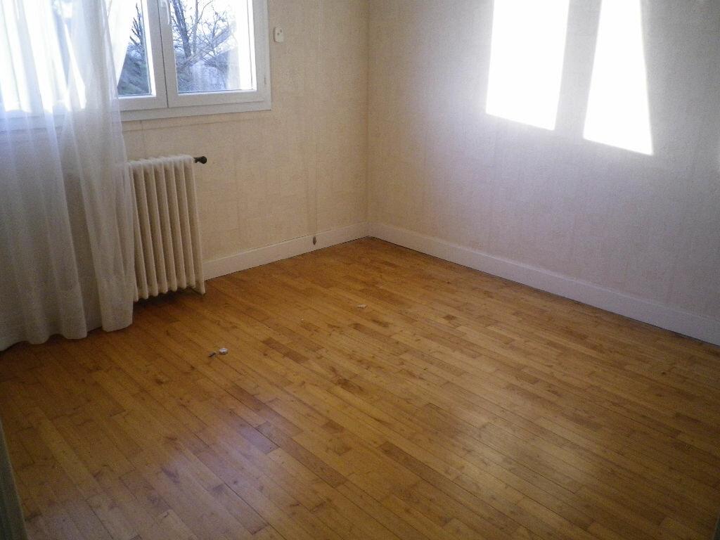 Maison à louer 5 113m2 à Aurillac vignette-3