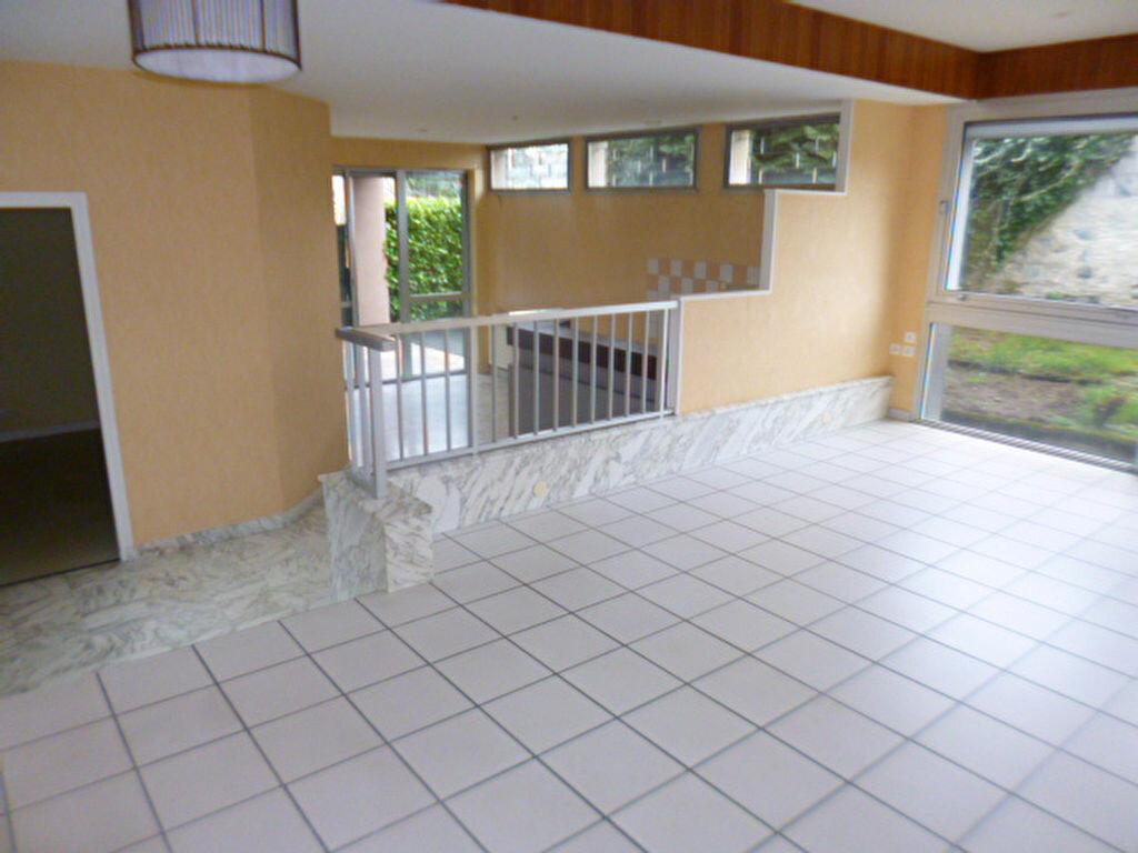 Appartement à louer 3 85.21m2 à Aurillac vignette-1