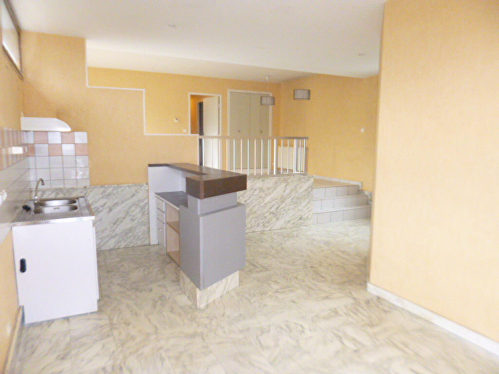 Appartement à louer 3 85.21m2 à Aurillac vignette-2