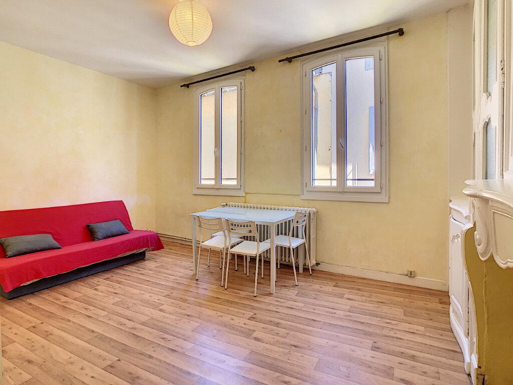 Appartement à louer 1 31m2 à Aurillac vignette-2