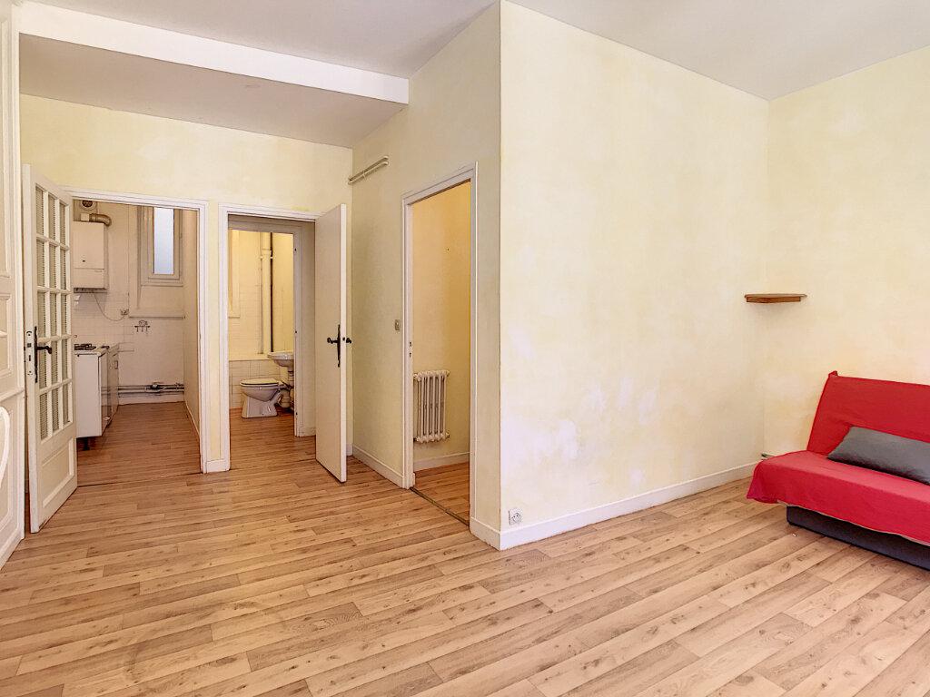 Appartement à louer 1 31m2 à Aurillac vignette-3