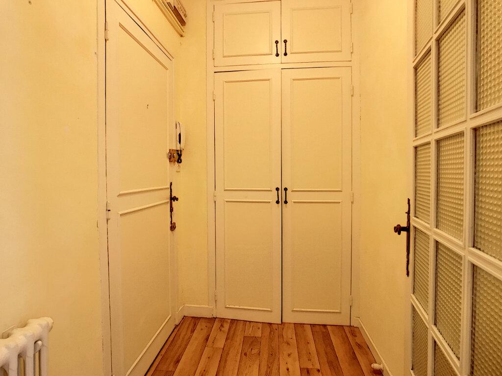 Appartement à louer 1 31m2 à Aurillac vignette-6