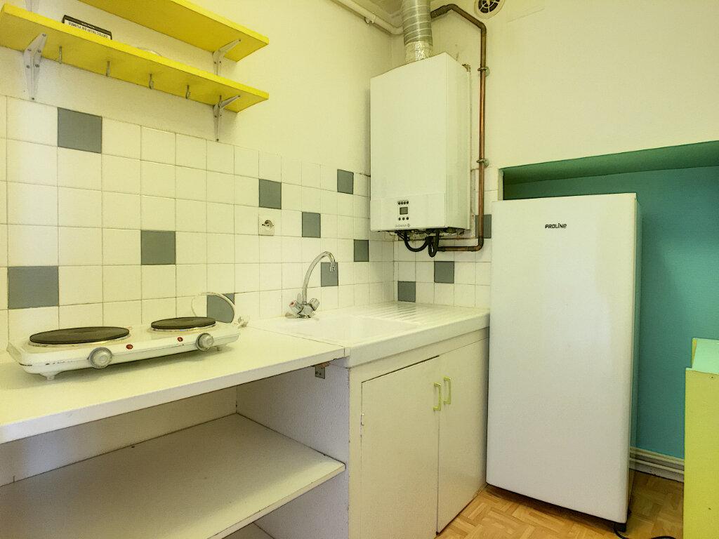 Appartement à louer 1 30m2 à Aurillac vignette-3