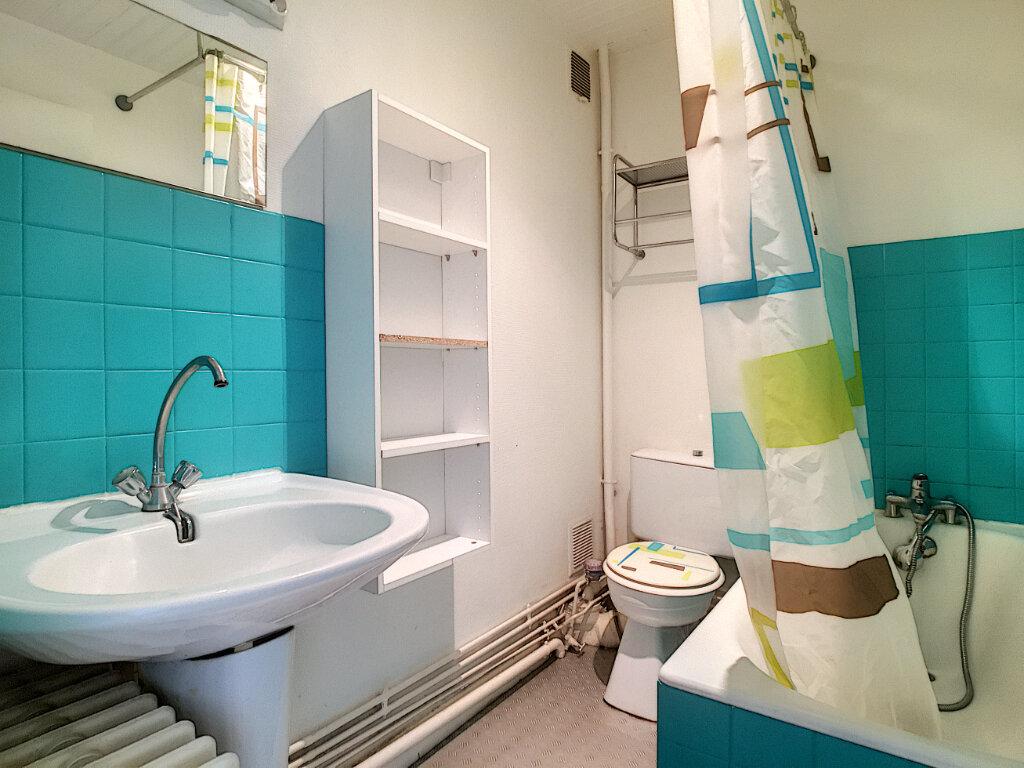 Appartement à louer 1 30m2 à Aurillac vignette-4