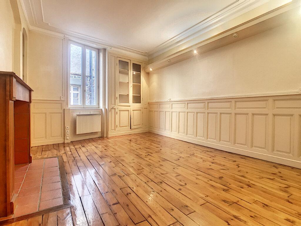 Appartement à louer 3 74m2 à Aurillac vignette-1