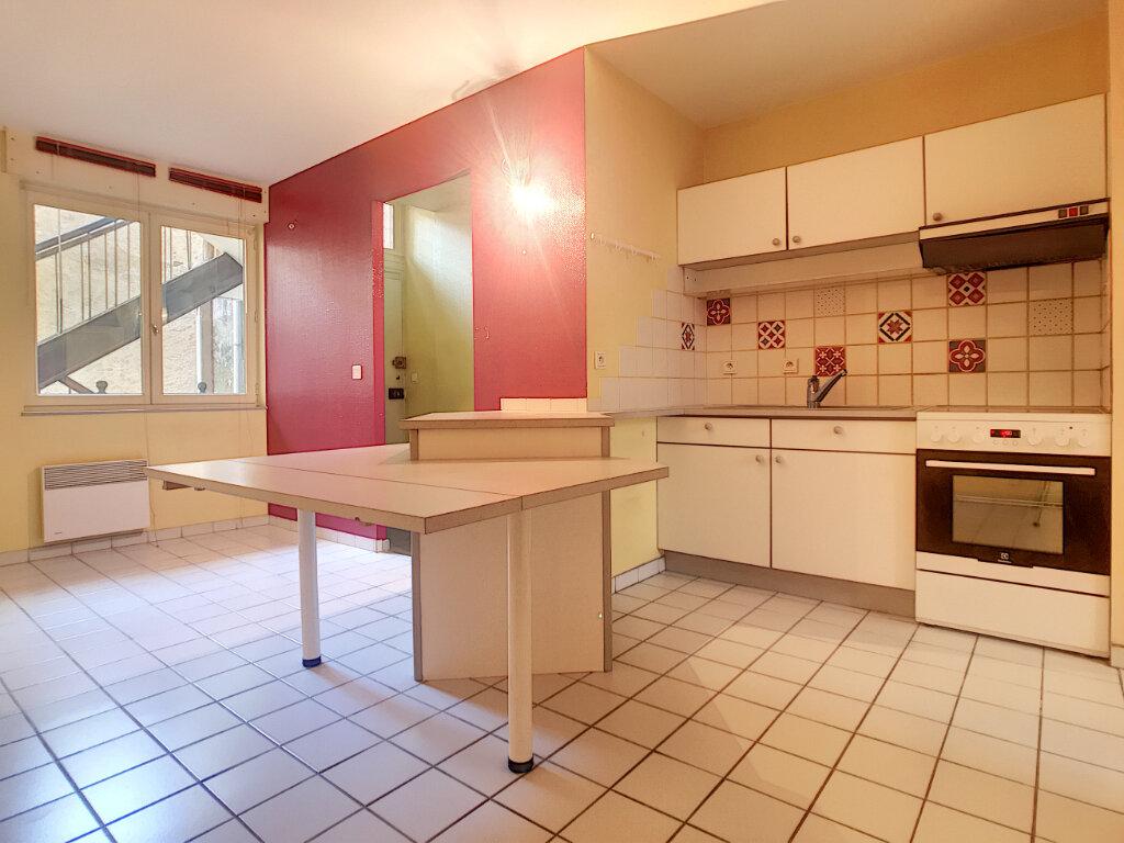 Appartement à louer 3 74m2 à Aurillac vignette-2