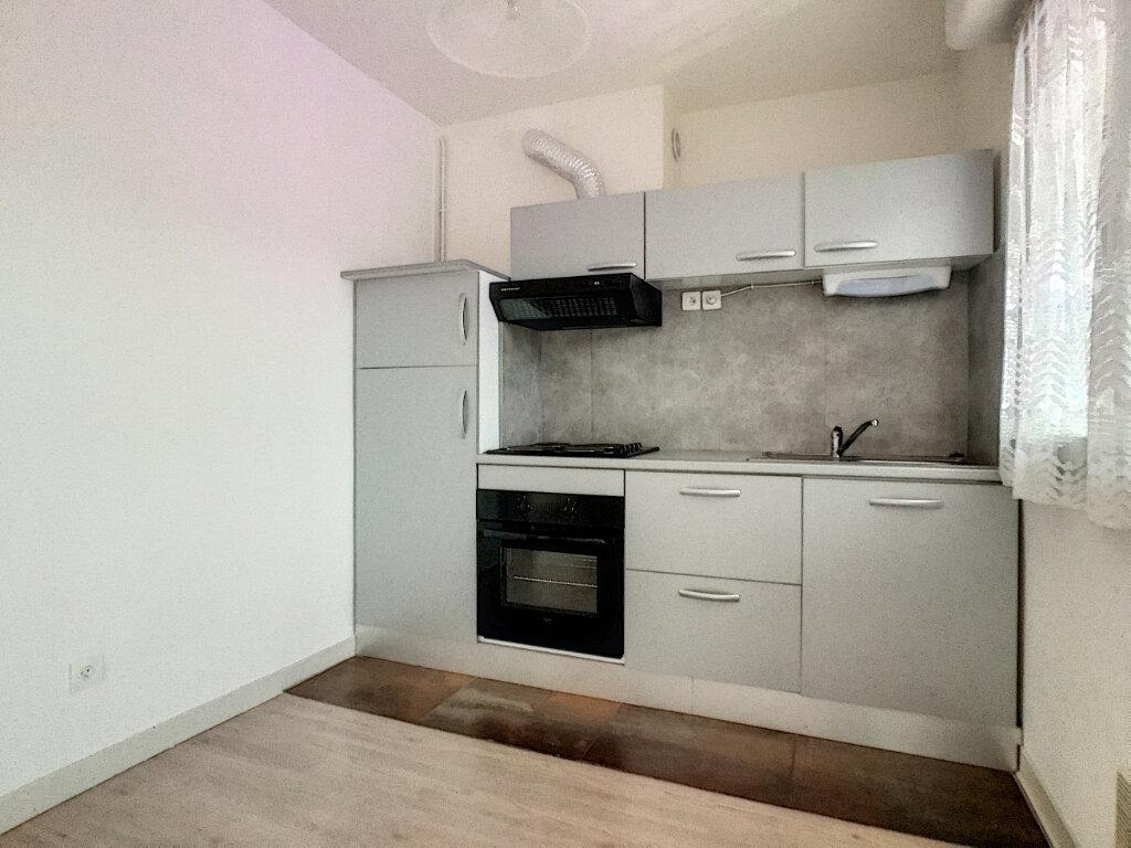 Appartement à louer 2 45m2 à Aurillac vignette-3
