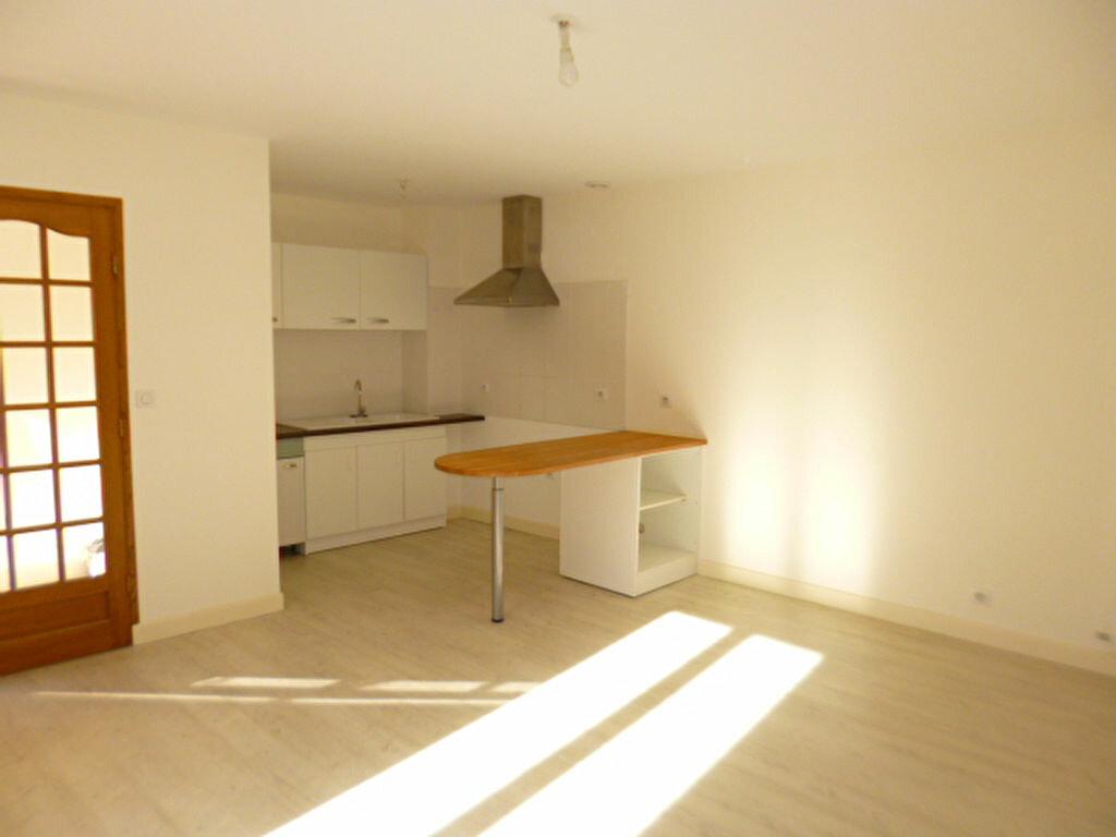 Appartement à louer 2 45m2 à Aurillac vignette-2