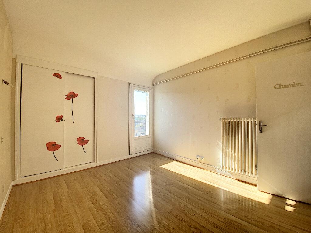 Appartement à louer 5 85m2 à Aurillac vignette-5