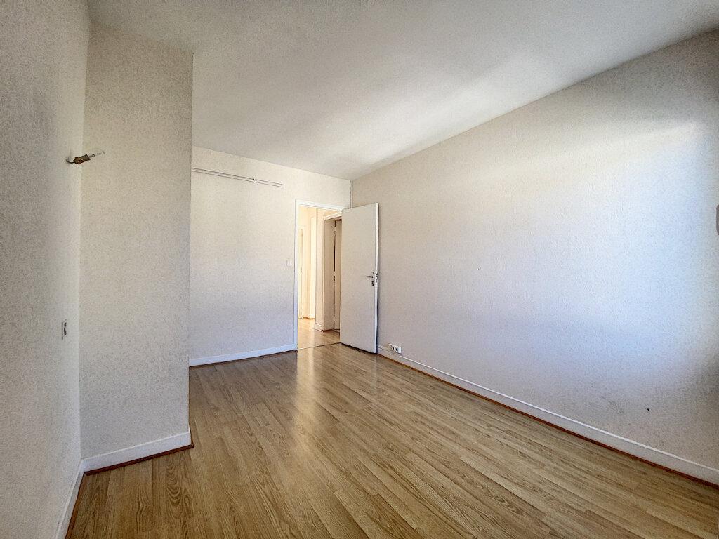 Appartement à louer 5 85m2 à Aurillac vignette-6